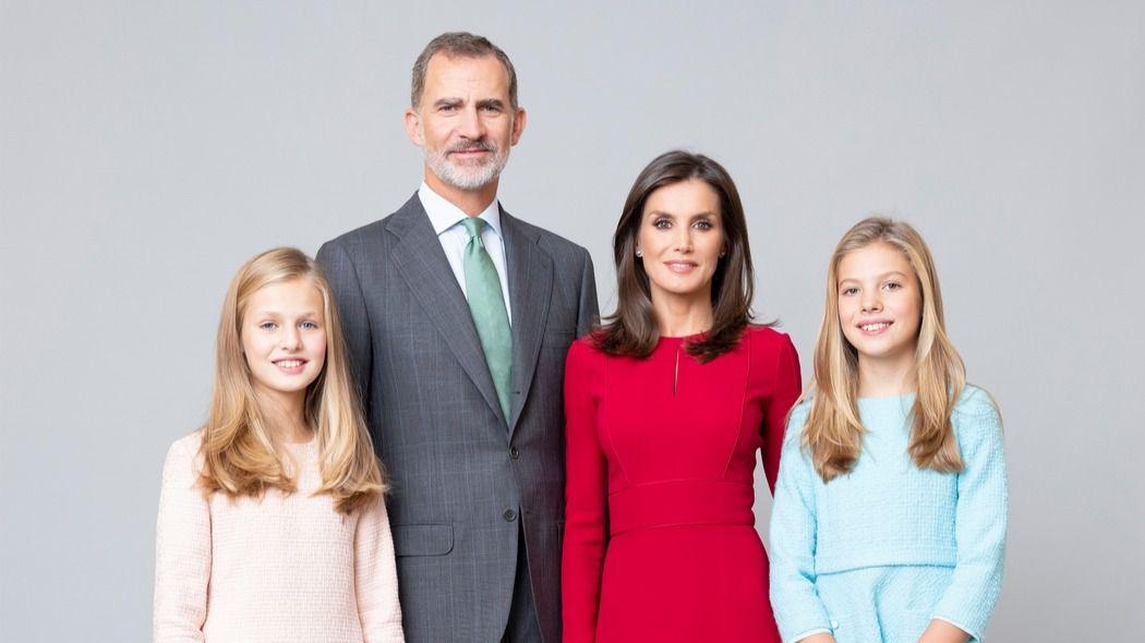 Los nuevos retratos oficiales de los Reyes, la Princesa de Asturias y la Infanta Sofía