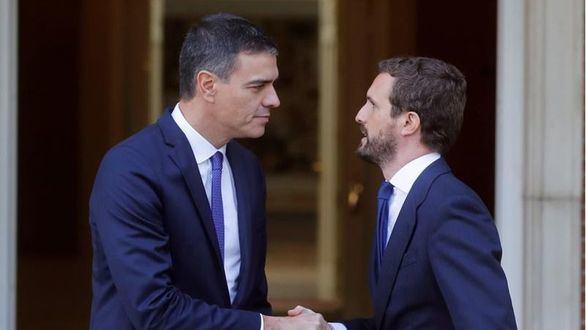 Imagen de archivo de Pedro Sánchez y Pablo Casado en Moncloa