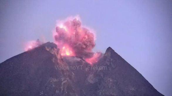 El volcán Merapi entra en erupción