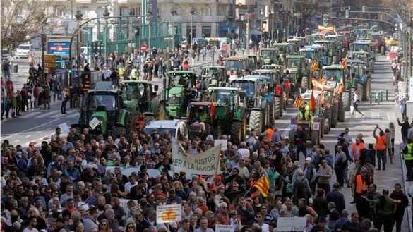 Tractorada en Valencia: miles de agricultores colapsan el centro de la ciudad