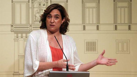 Un juez obliga al Ayuntamiento de Barcelona a retirar todos los lazos de sus edificios