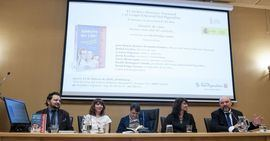52 autores presentan Amores de cine. Pasiones más allá del celuloide, que coordina el escritor y periodista David Felipe Arranz.