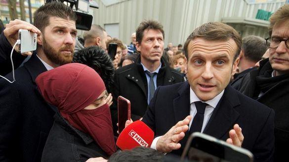Macron, en campaña contra el