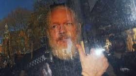 Trump habría propuesto indultar a Assange si negaba la injerencia rusa