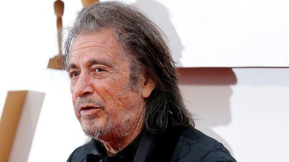 Al Pacino se queda soltero por