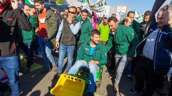 El campo se moviliza: marchas multitudinarias en Murcia y Mérida por unos