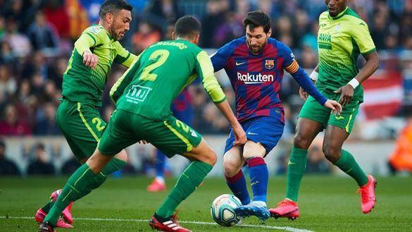 La clase de Messi disimula los abucheos a Bartomeu en Barcelona | 5-0
