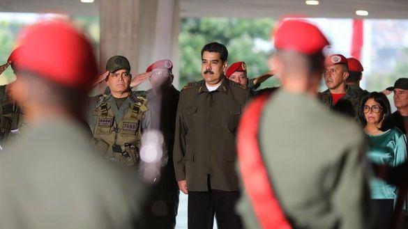 Maduro estrena traje militar para recrudecer su discurso en 2020