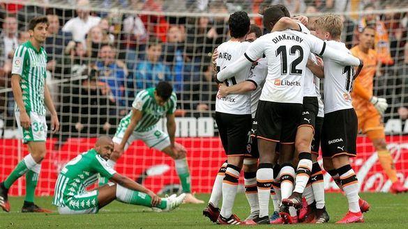 El Valencia logra un triunfo balsámico ante el Betis | 2-1