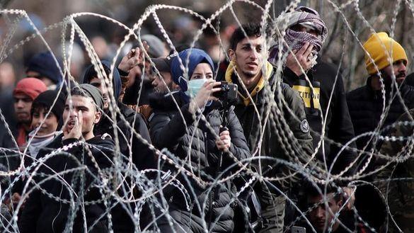 La UE afirma que los migrantes se están utilizando como