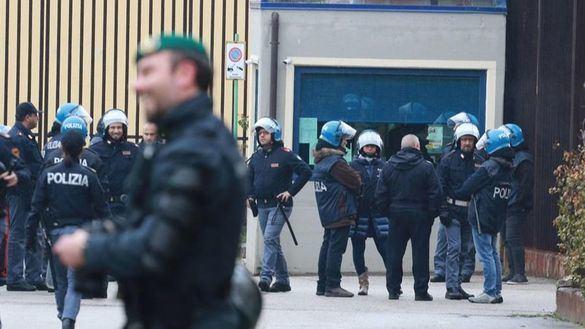 Decenas de presos escapan de una cárcel del sur de Italia por el coronavirus