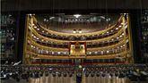 Entrada de camiones del Teatro Real.