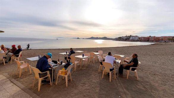 Confinamiento en Murcia y Andalucía tras la avalancha de 'turistas'