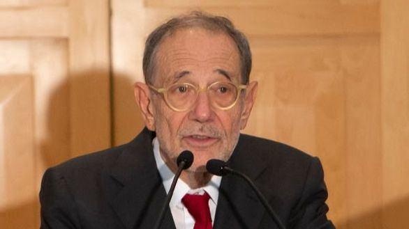 Javier Solana, ingresado desde el miércoles por coronavirus