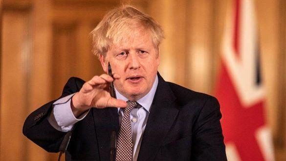 Johnson recula: cierra los colegios a partir de este viernes