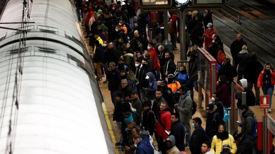 Aglomeraciones puntuales en Atocha y el Metro se vacía