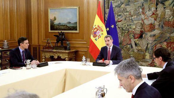 El Rey analiza con Sánchez y el comité de gestión del COVID-19 la situación en España