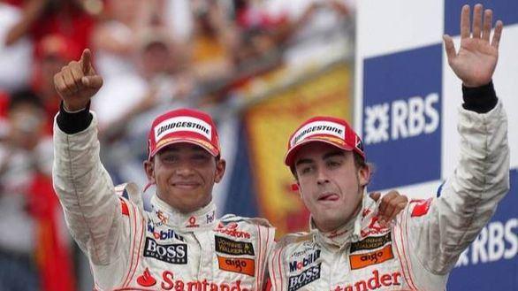 Fórmula Uno. De la Rosa narra los motivos de la trifulca entre Alonso y Hamilton
