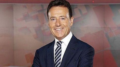 Antena 3 rebasa por la mínima a Telecinco gracias a sus informativos