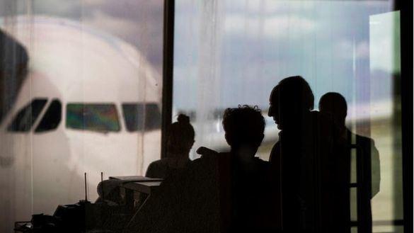 Exteriores urge regresar a españoles en el extranjero que dispongan de conexión aérea