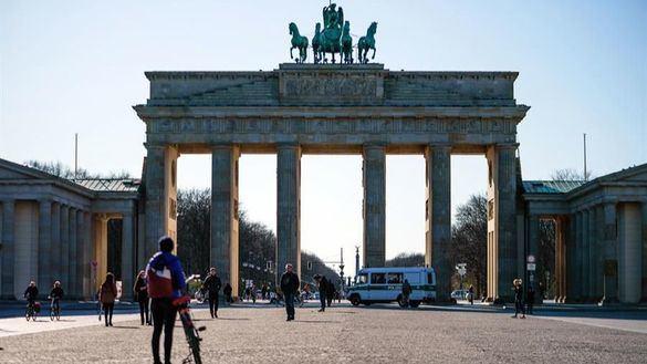Alemania prohíbe reuniones de más de dos personas