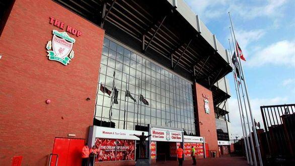 Premier League. El Liverpool pone a sus miembros de seguridad a reforzar los supermercados