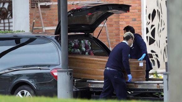 Las funerarias retirarán los cuerpos de las residencias en Madrid, la UME de los hospitales