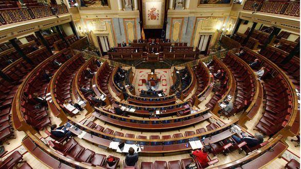 La oposición apoya las medidas del Gobierno pero denuncia la 'irresponsabilidad' de Sánchez