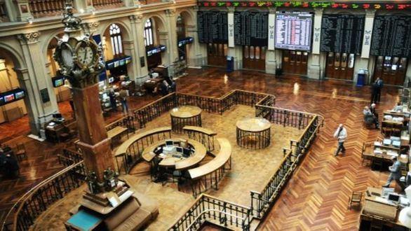 La Bolsa cede un 3,63 % pero suma más de un 5 % semanal