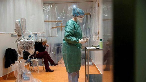 La excusa del Gobierno por la que España tiene más sanitarios contagiados que nadie