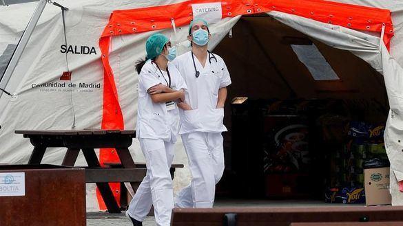 Microbiólogos piden que los sanitarios contagiados no se reincorporen hasta que pasen 5 días sin fiebre