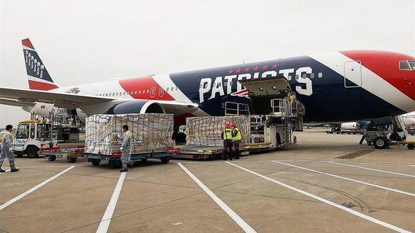 NFL. Los Patriots usan su avión para transportar más de un millón mascaras desde China