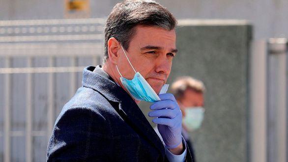 Sánchez se salta la cuarentena para visitar una fábrica de respiradores