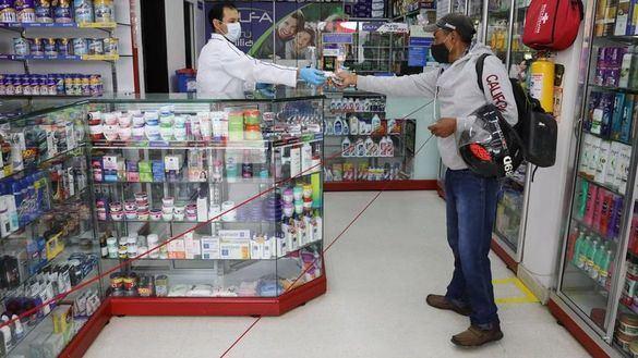 Los farmacéuticos se ofrecen a Sanidad para distribuir mascarillas de forma controlada