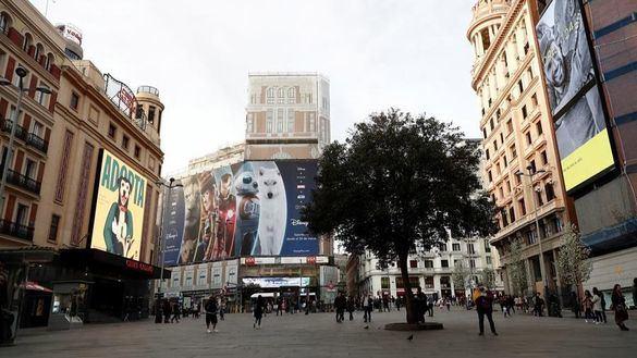 Decretos para frenar el contagio y garantizar los servicios esenciales en Madrid
