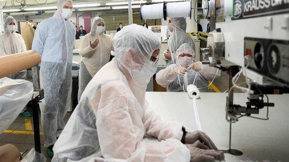 El Corte Inglés reconvierte su taller de costura de Madrid para confeccionar mascarillas