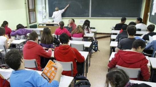 Rebelión en las aulas: Andalucía, Madrid y Murcia rechazan el final de curso de Celaá