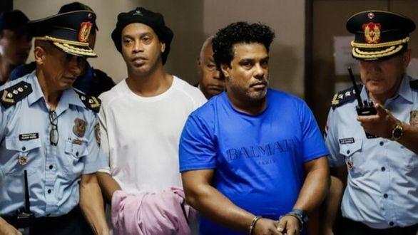 La empresaria que causó la entrada en prisión de Ronaldinho asoma desde su fuga