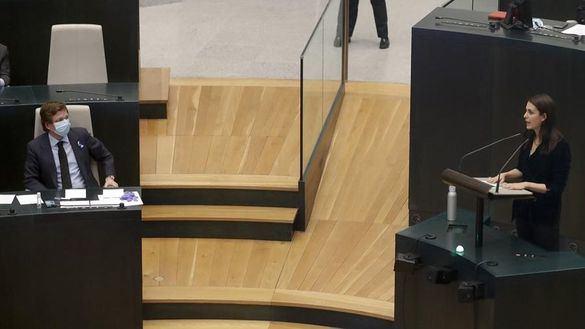 Lección de política de Almeida y Rita Maestre en el pleno del Ayuntamiento de Madrid