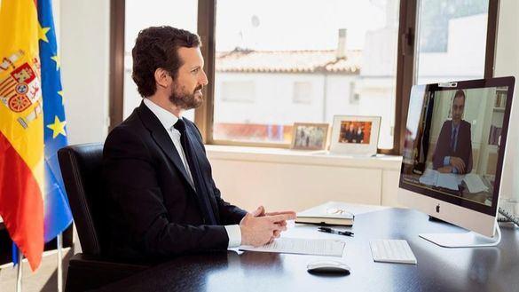 Casado convence a Sánchez de llevar los pactos al Congreso de los Diputados