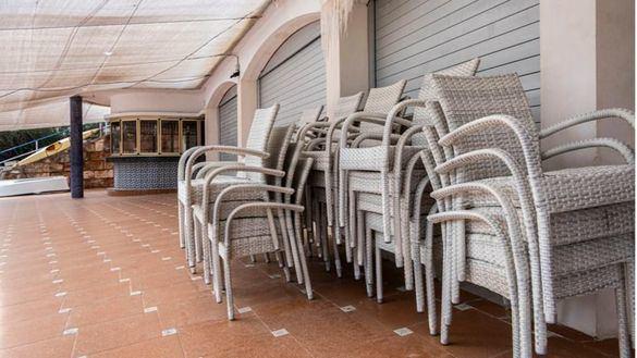 Ampliar terrazas, limitar aforo y mamparas: el plan de Madrid para la hostelería