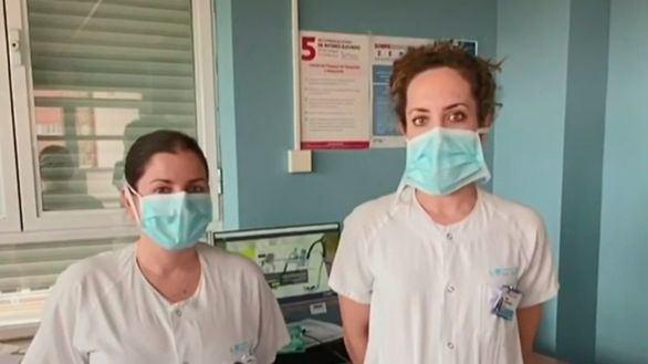 Médicos y enfermeros se querellan contra Sánchez e Illa por las mascarillas defectuosas