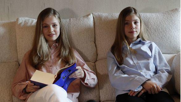 La Princesa Leonor y la Infanta Sofía leen El Quijote en el Día del Libro más virtual