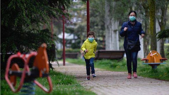Por fin libres: los niños salen a la calle tras 43 días de encierro