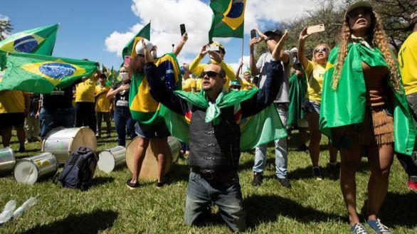 Bolsonaro se lava las manos: culpa a alcaldes y gobernadores de las muertes