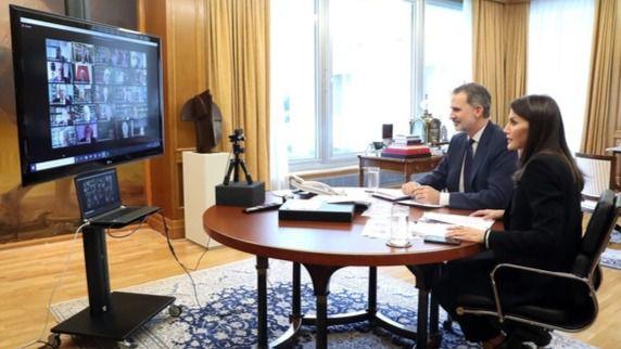 Los Reyes presiden por videoconferencia un Pleno de la RAE por el coronavirus