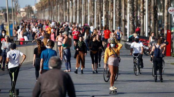 España sale a la calle en medio de la confusión de la desescalada