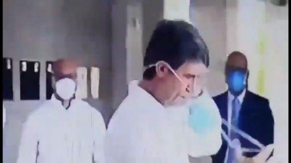 El ministro de Sanidad de Bolsonaro no sabe ponerse una mascarilla