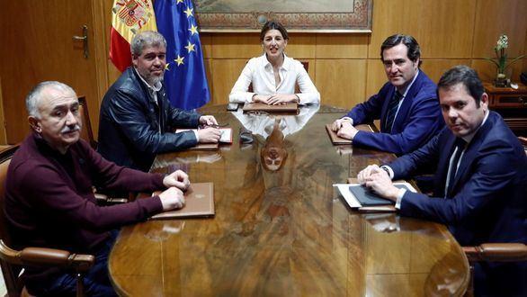 La CEOE acepta prorrogar los ERTE, aunque con fuerte división interna