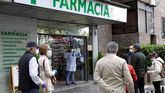 Las farmacias madrileñas reparten más de un millón de mascarillas el primer día